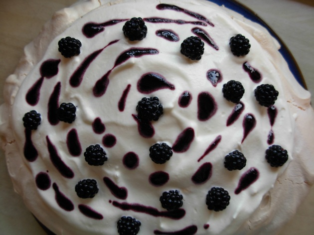 blackberry pavlova