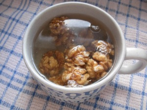 soak walnuts