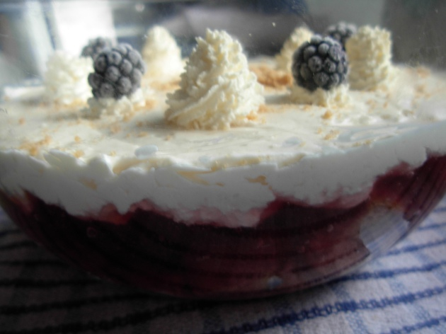 Layer lemon curd cream on bramble jelly