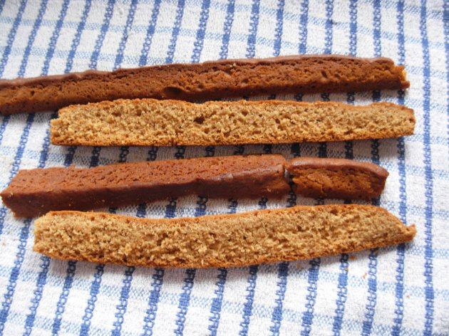 Trimed edges of gingerbread cake