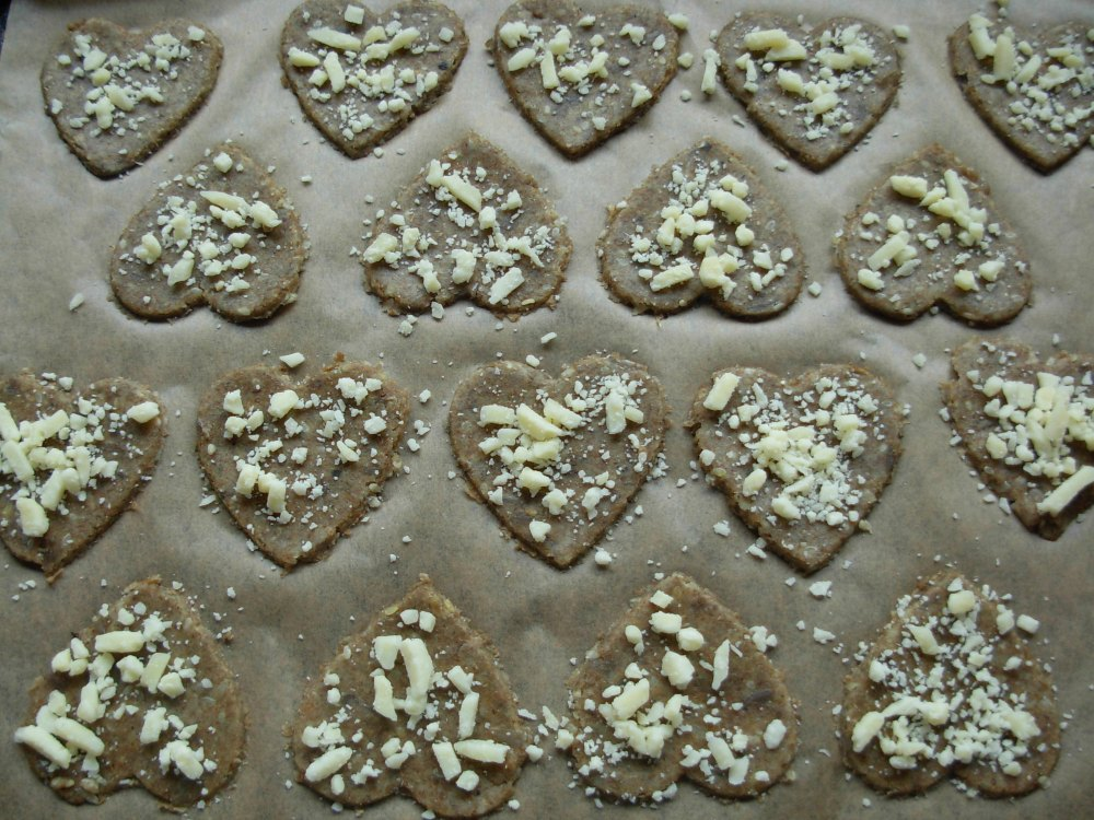 Rye pastry hearts with cheese